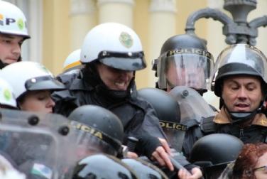 Confetam repudia violência contra servidores de Curitiba