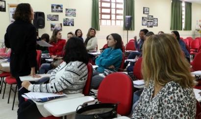Pedagogas se organizam contra ameaça de regulamentação da profissão