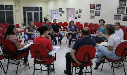 Professores de 6º ao 9º ano organizam mobilização em reunião