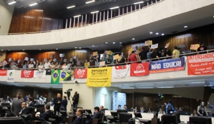 Lei da Mordaça é derrotada na Assembleia Legislativa do Paraná